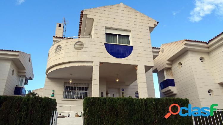 Chalet independiente con 5 dormitorios en La Nucia. 1