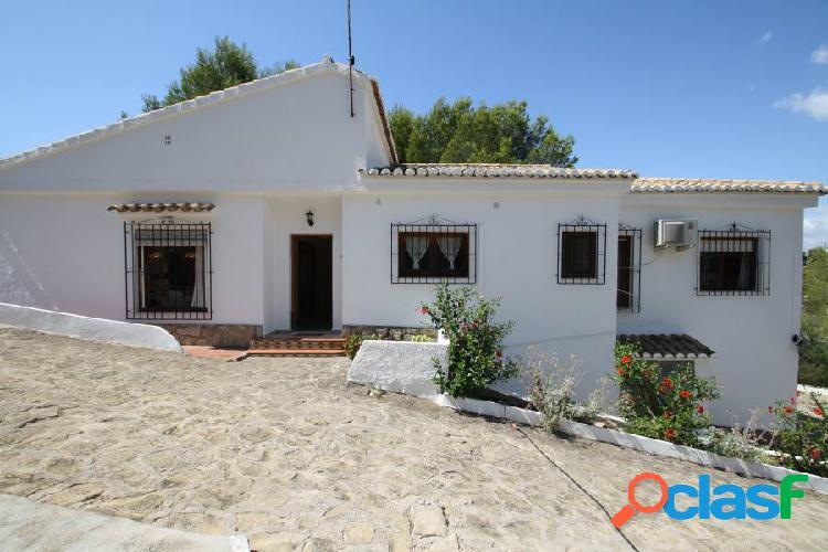 Villa en El Portet de Moraira con vistas al mar y andande de pie a la playa 1