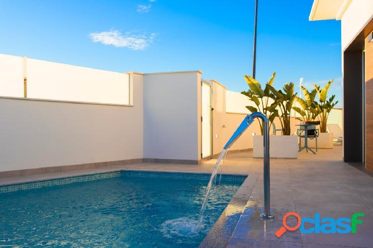 Chalet independiente con piscina a 1 minuto de campo de golf y a 3km de playa. Costa Cálida 2