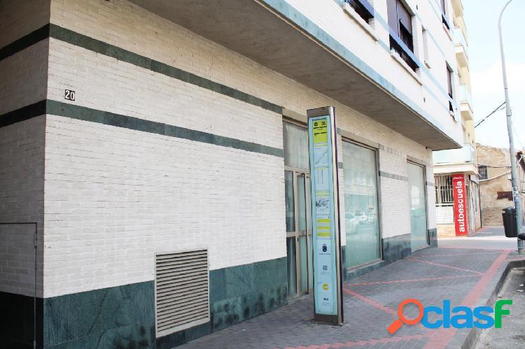 LOCAL COMERCIAL ESQUINA EN COBATILLAS 2