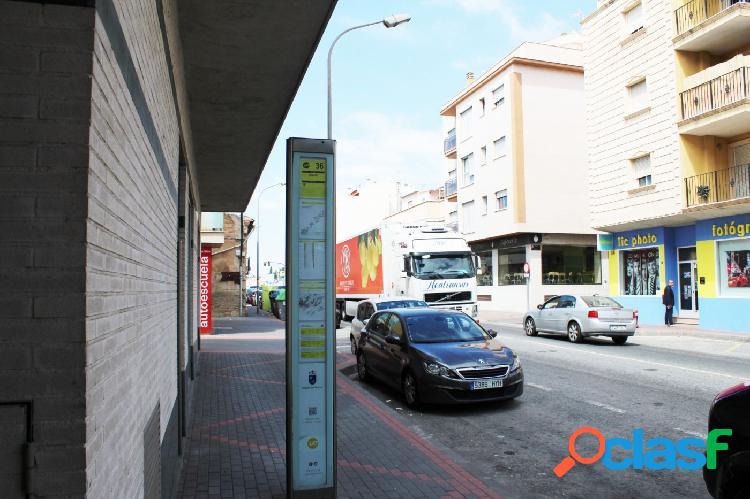 LOCAL COMERCIAL ESQUINA EN COBATILLAS 3