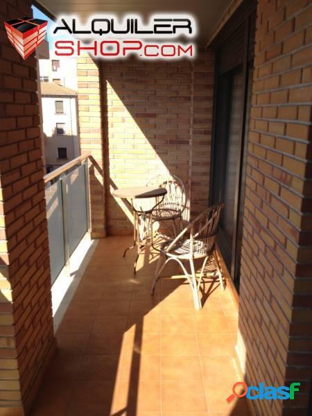 Se alquila piso semi-nuevo zona Ensanche en Barbastro. 3