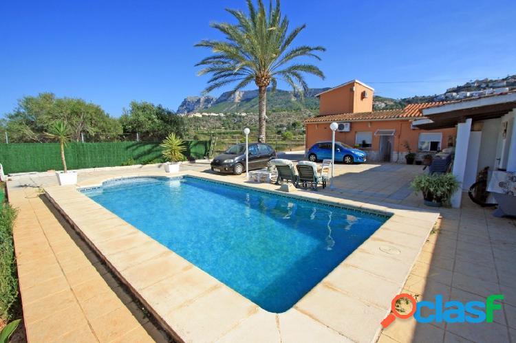 Chalet adosado a la venta con parcela y piscina privada en un entorno natural, en Dénia 1