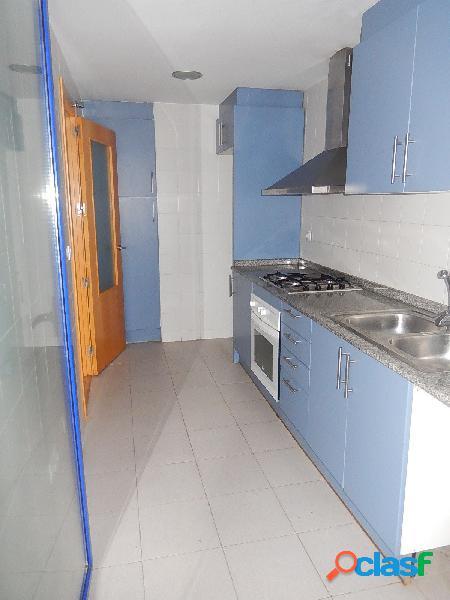 Apartamento seminuevo con 3 dormitorios, 2 baños en Santa Pola 1