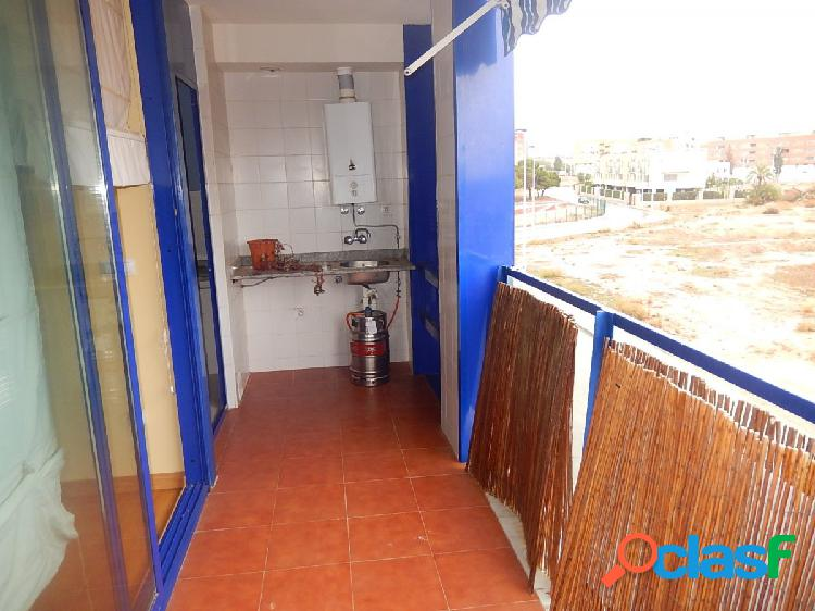 Apartamento seminuevo con 3 dormitorios, 2 baños en Santa Pola 2