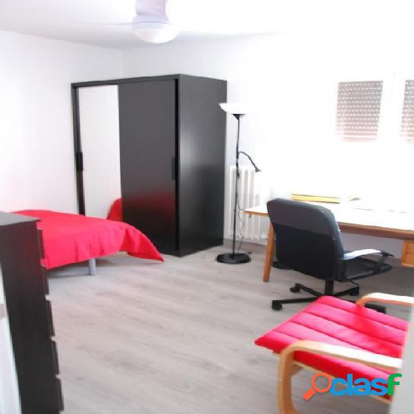 Piso 5 dormitorios en Plaza de Toros ideal estudiantes 2