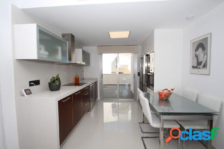 Modernos apartamentos de 2 dormitorios y 2 baños a muy buen precio y a escasos metros de la playa. 2