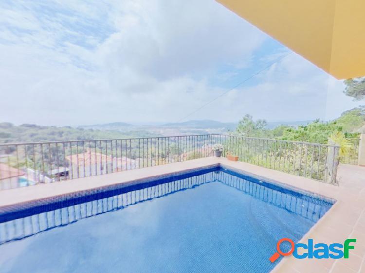 Casa moderna en Lloret de Mar con piscina privada y unas increíbles vistas al mar, con licencia turística 0