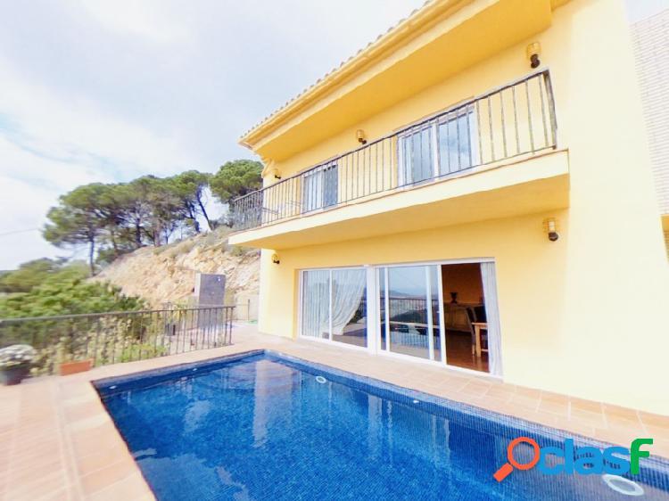 Casa moderna en Lloret de Mar con piscina privada y unas increíbles vistas al mar, con licencia turística 1