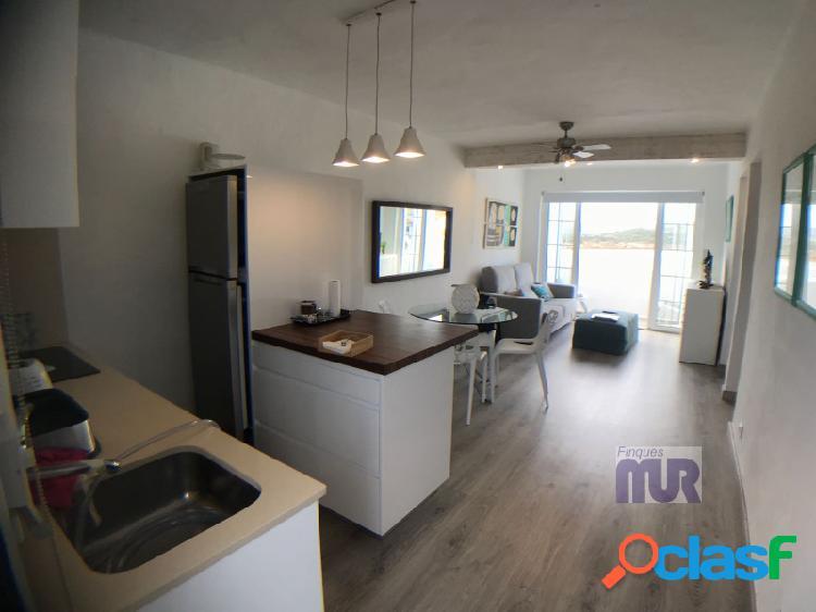 Apartamento totalmente reformado en 1º piso con vistas excepcionales al mar. 3
