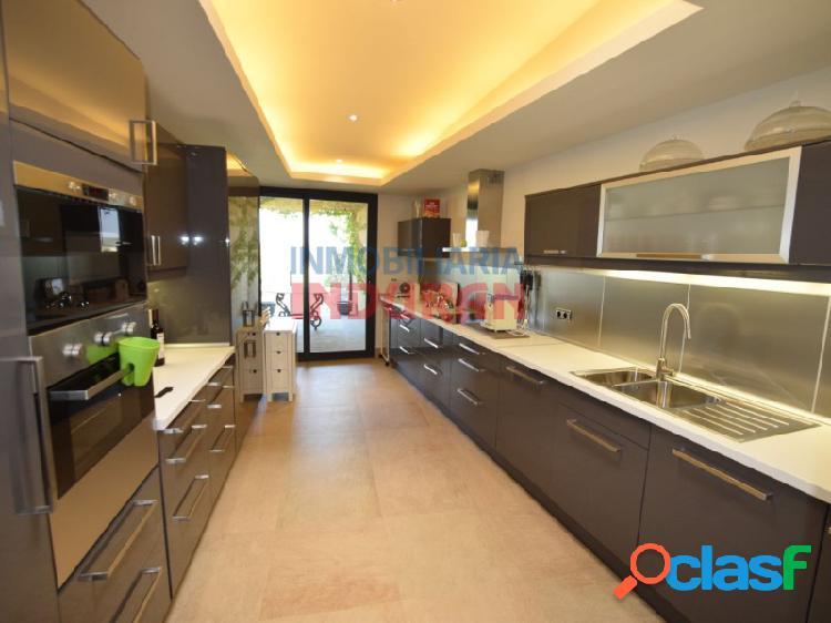 Chalet de 600 m2 construidos con 4 dormitorios, salón-comedor muy amplio y jardín de 270 m2 situado en la urbanización La Isla del Gordo (Cáceres) 2