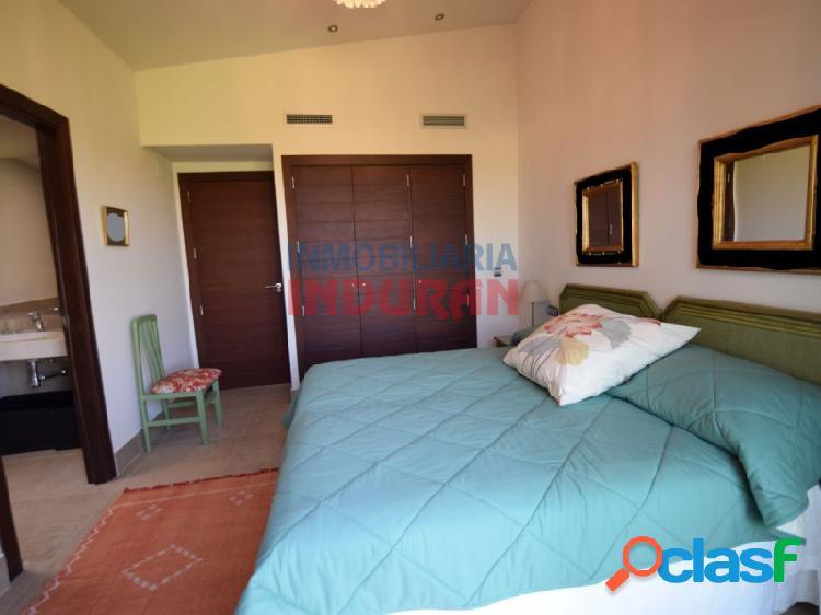 Chalet de 600 m2 construidos con 4 dormitorios, salón-comedor muy amplio y jardín de 270 m2 situado en la urbanización La Isla del Gordo (Cáceres) 3