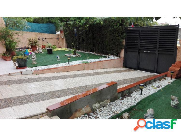 Chalet adosado con piscina privada en Pallaresos 3