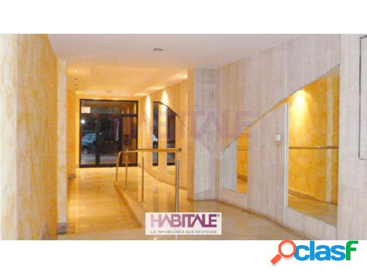Piso en venta en Náquera de 84m2 con amplio salón-comedor, cocina independiente con acceso a terraza, dos habitaciones y baño completo con bañera. Suelos de mármol, armarios empotrados, calef 2