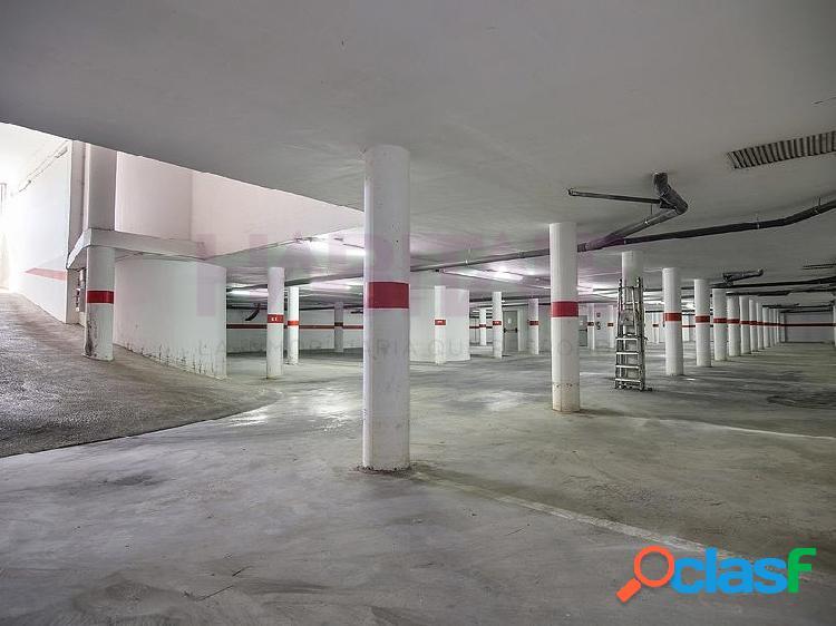 ¡Plazas de parking y trasteros!.Situados en un edificio residencial ubicado al norte del casco urbano. Se encuentran en la planta sótano, con buenos accesos y maniobrabilidad, y los trasteros 2
