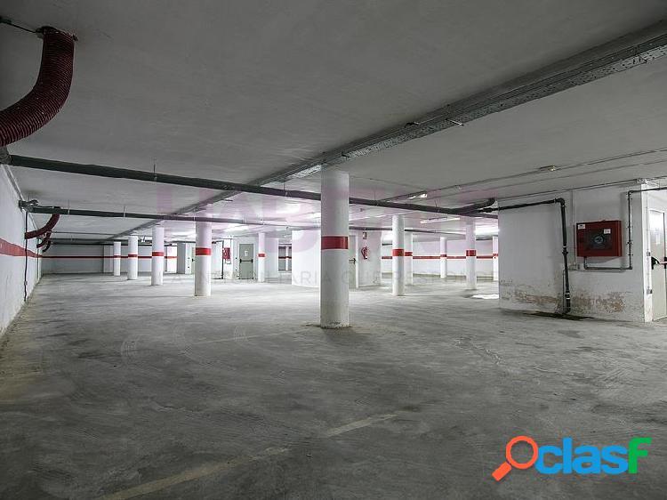 ¡Plazas de parking y trasteros!.Situados en un edificio residencial ubicado al norte del casco urbano. Se encuentran en la planta sótano, con buenos accesos y maniobrabilidad, y los trasteros 3