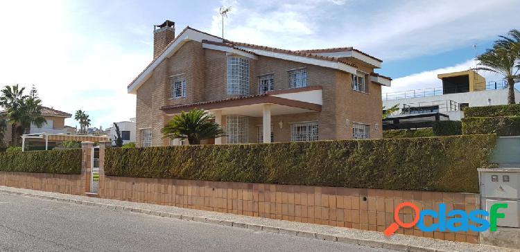 Chalet de lujo cerca del mar, en una de las mejores zonas exclusivas de Torrevieja, La Veleta. 1