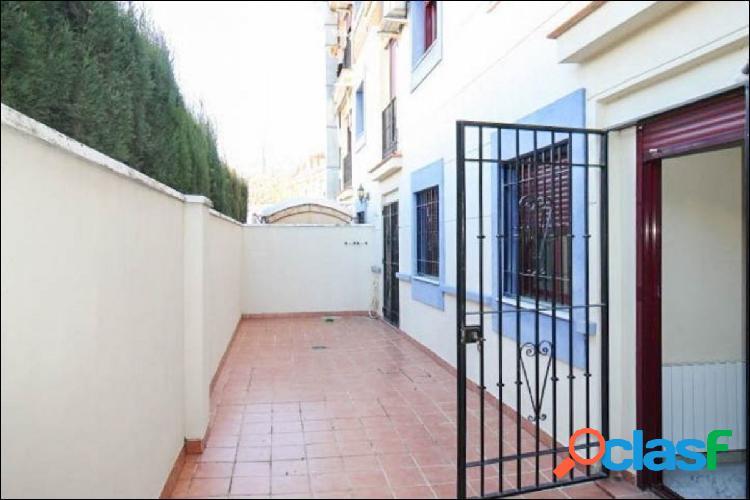 Precioso piso, con gran patio y plaza de garaje, en el centro de La Zubia. 1