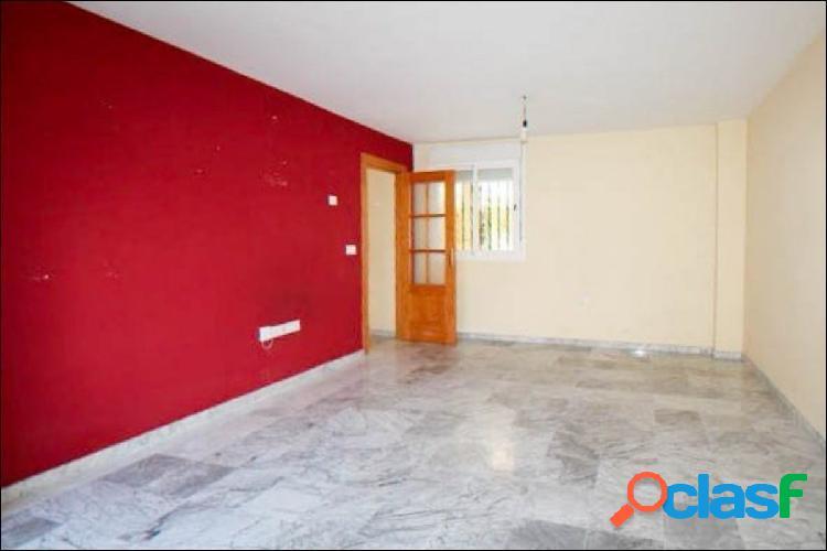 Precioso piso, con gran patio y plaza de garaje, en el centro de La Zubia. 3
