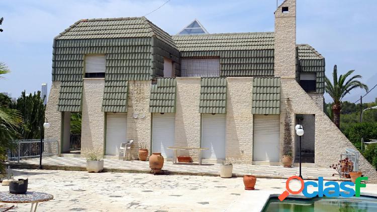 Amplio chalet independiente con parcela 1025 m2 en urbanizacion Rocas Blancas. 1