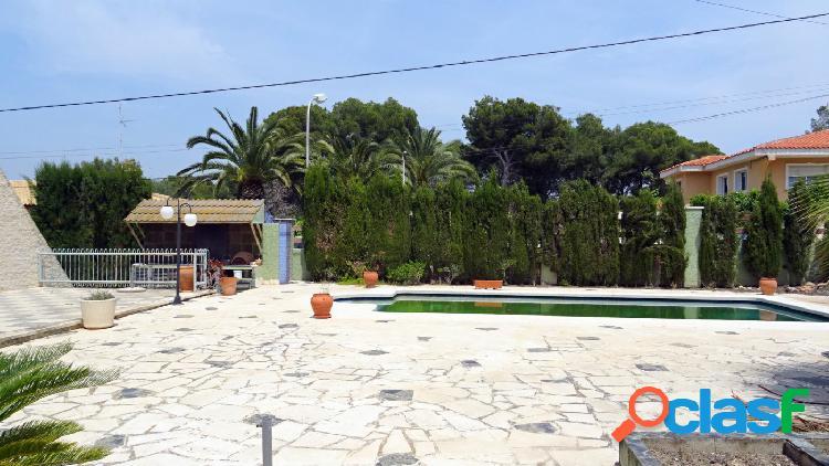 Amplio chalet independiente con parcela 1025 m2 en urbanizacion Rocas Blancas. 2