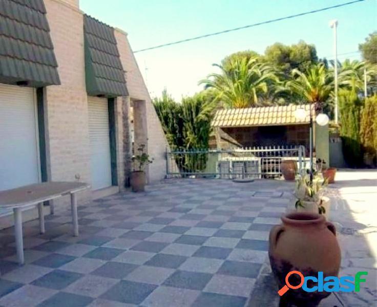 Amplio chalet independiente con parcela 1025 m2 en urbanizacion Rocas Blancas. 3