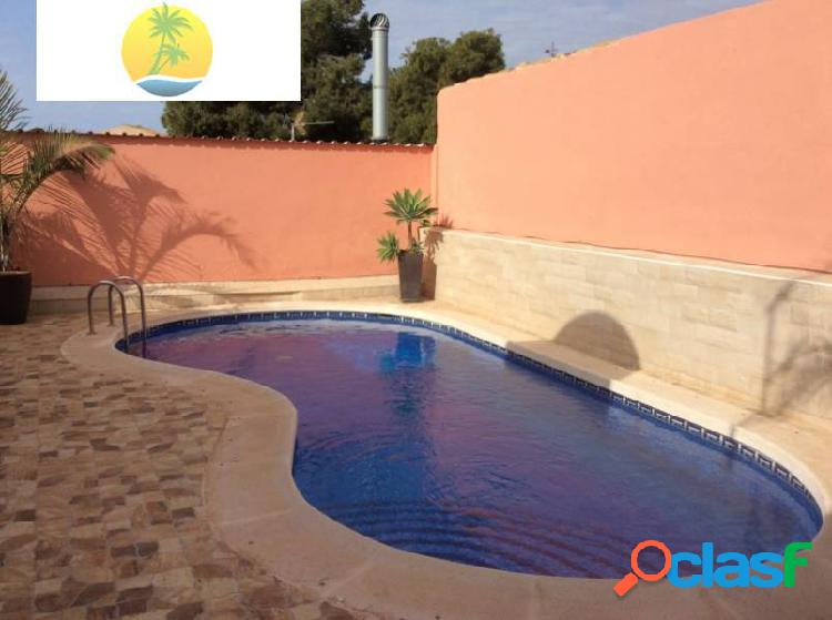 Chalet con piscina privada en venta en zona tranquila a escasos metros del agua!! 1