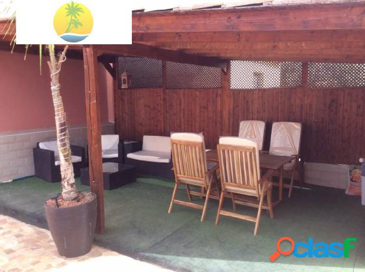 Chalet con piscina privada en venta en zona tranquila a escasos metros del agua!! 2