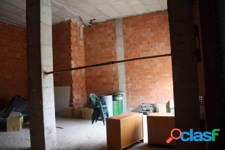 Local comercial en Orihuela, 141 m2. de superficie, zona frente parking Supermercado Lidl. 2