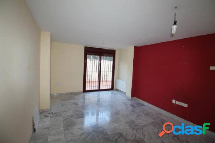 Piso 3 dormitorios en La Zubia con garaje 1