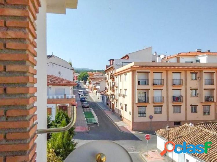 Magnífico piso de 3 dormitorios situado en buena zona de La Zubia. 2