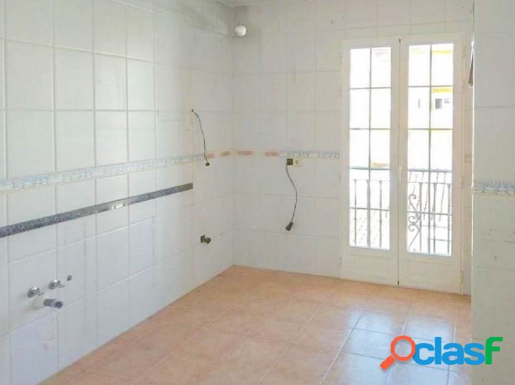 Magnífico piso de 3 dormitorios situado en buena zona de La Zubia. 3