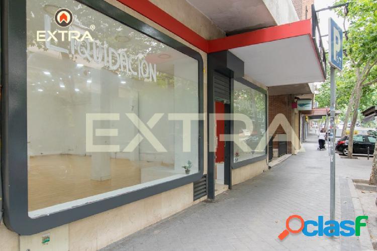 Local comercial de 250m2 a pie de calle con gran escaparate, en Clara del Rey 1