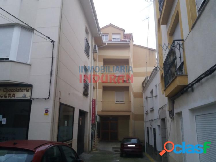 Piso abuhardillado de 80 m2 con 3 dormitorios situado en zona centro (Navalmoral de la Mata) 0