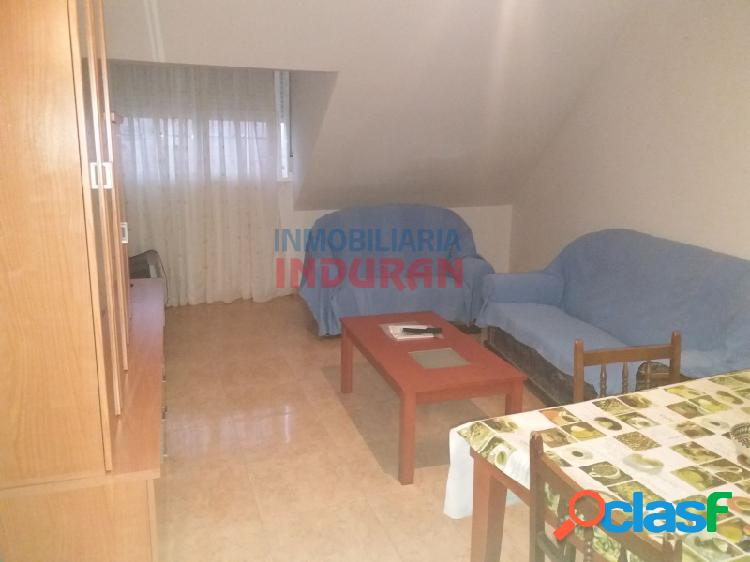 Piso abuhardillado de 80 m2 con 3 dormitorios situado en zona centro (Navalmoral de la Mata) 1