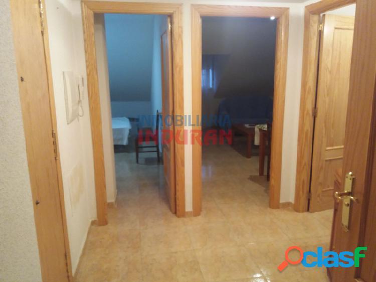 Piso abuhardillado de 80 m2 con 3 dormitorios situado en zona centro (Navalmoral de la Mata) 3