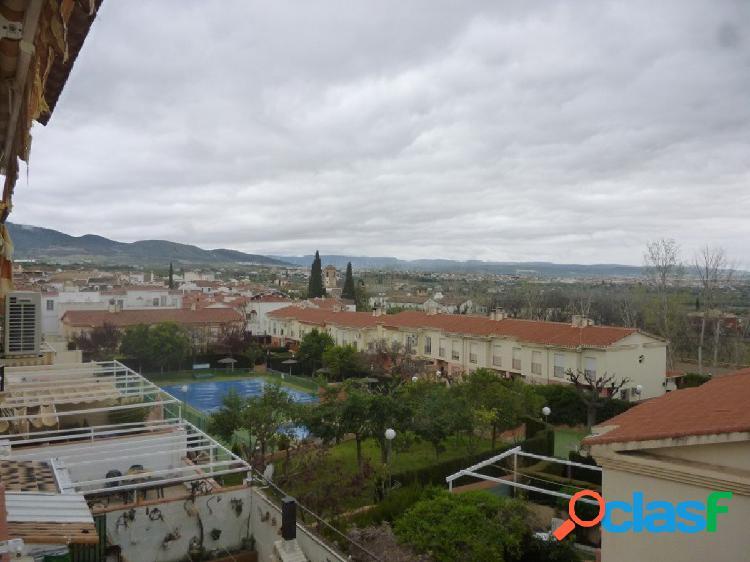 Piso de 3 dormitorios en Gójar soleado, con vistas y piscina comunitaria 1