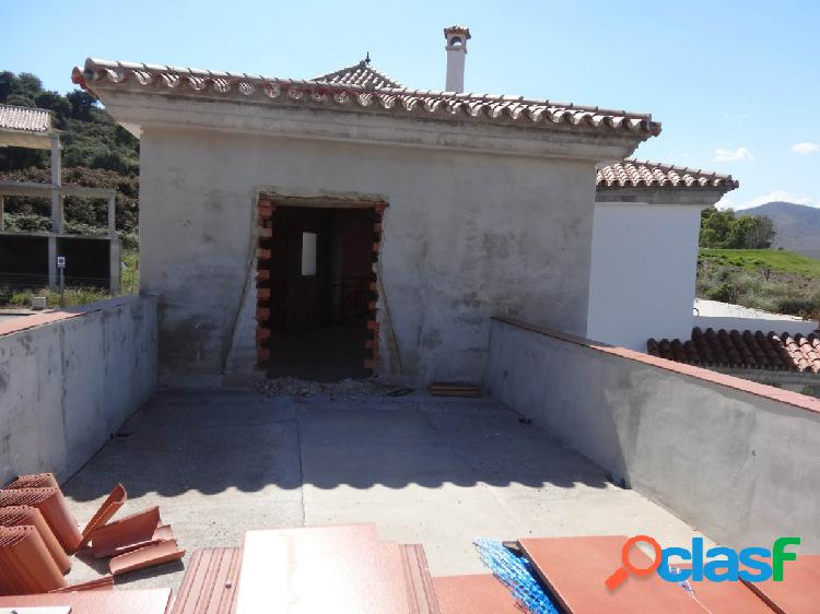 Chalet Independiente con piscina y jardín privados, sotano, planta principal y planta primera. 1