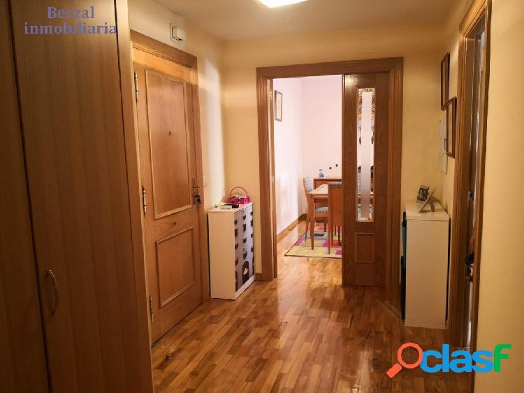 Piso magnifico de dos habitaciones, dos baños, cocina, salón, garaje, trastero en sótano y piscina. 3