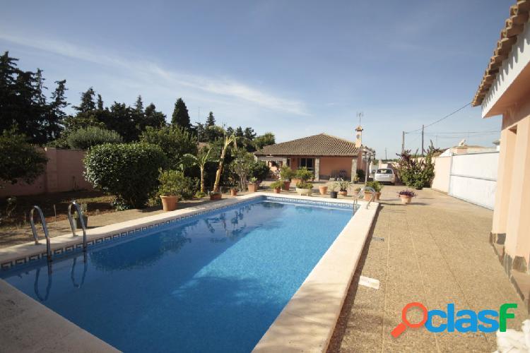 Chalet con piscina en La Dehesilla 1