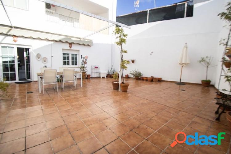 Piso con maravilloso patio en Churriana! 1