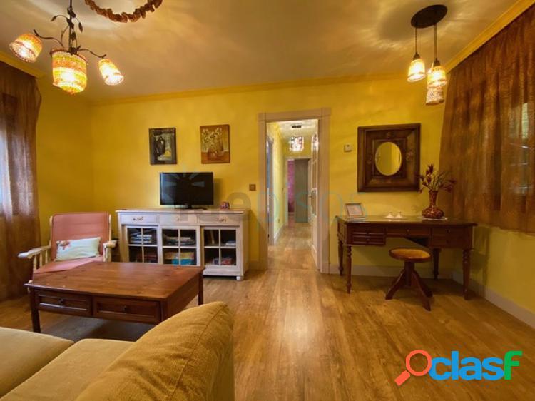Oportunidad, pleno Puertochico, dos habitaciones y ascensor. 1