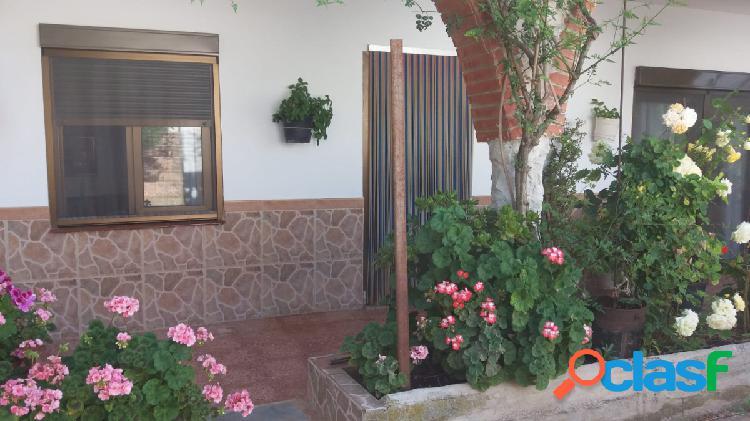 Cómoda casa de dos plantas en la urb. El Mirador del Penedés 1