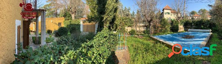 Chalet independiente con encanto de 222m2 en romántica parcela de 628m2 con piscina. 3