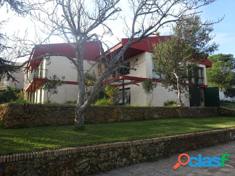 Chalet independiente en Torrequinto, 265 M cosntruidos y 1977 de parcela. 1