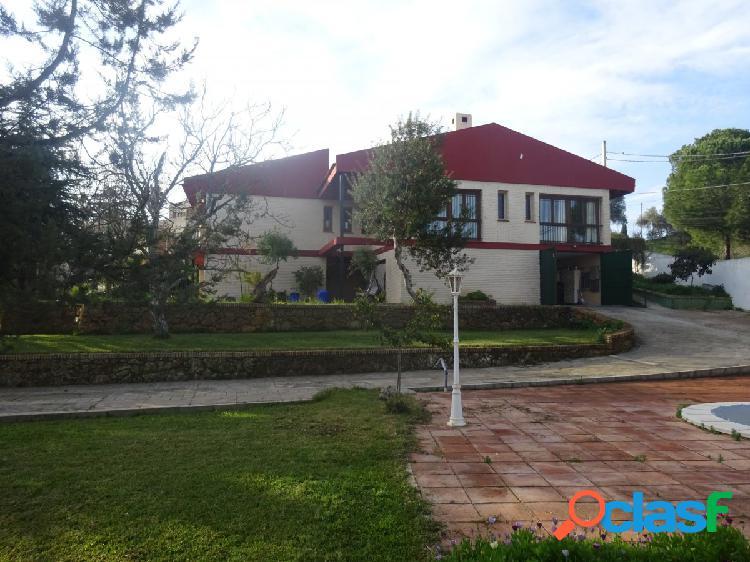 Chalet independiente en Torrequinto, 265 M cosntruidos y 1977 de parcela. 2