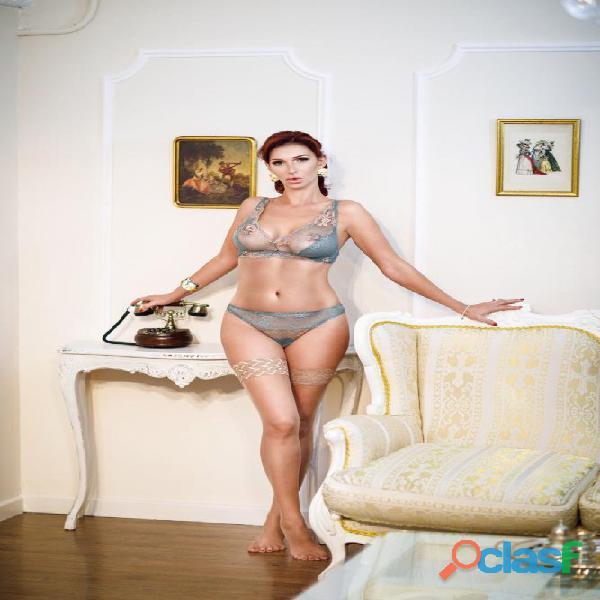 Espectacular depilada masajista modelo   pecho 1