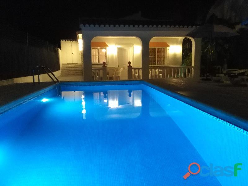 Casa rural villa belydana completa privada con piscina privada y recinto en toda la casa, nerja