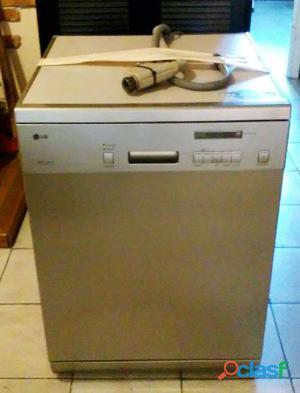Televisor sanyo de 21 pulgadas. modelo ce21at2. es de rayos catódicos. color gris. no tiene mando ni