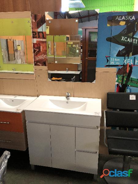 Mueble de baño + lavabo + grifo + espejo
